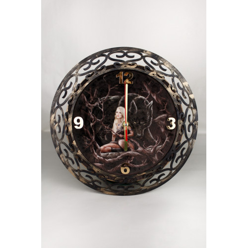 Ч001 Часы настенные Девушка и волк