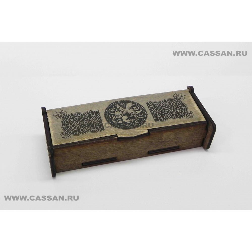 Славянские руны в деревянной шкатулке